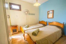 Спальня. Кипр, Центр Айя Напы : Апартамент в комплексе с бассейном, с гостиной, двумя спальнями и балконом