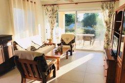 Гостиная. Кипр, Хлорака : Прекрасная вилла с зеленым двориком, 3 спальни, 2 ванные комнаты, парковка, Wi-Fi