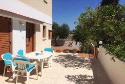 Терраса. Кипр, Декелия - Пила : Двухэтажный дом с приватным двориком, 3 спальни, 2 ванные комнаты, барбекю, парковка, Wi-Fi