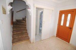 Лестница наверх. Кипр, Декелия - Пила : Двухэтажный дом с приватным двориком, 3 спальни, 2 ванные комнаты, барбекю, парковка, Wi-Fi