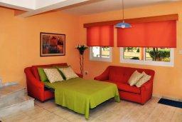 Гостиная. Кипр, Мазотос : Уютная вилла с зеленым двориком и патио, 3 спальни, парковка, Wi-Fi