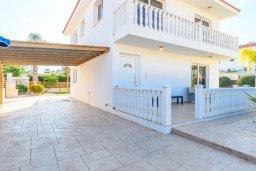 Фасад дома. Кипр, Нисси Бич : Великолепная вилла с зелёным двориком и барбекю, с 3 спальнями, расположена в знаменитом районе Nissi в Айя-Напе