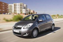 Toyota Yaris 4x4 1.3 автомат : Кипр
