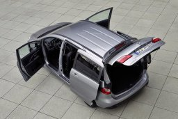Mazda 5 2.0 автомат : Кипр