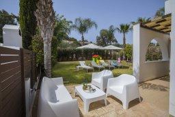 Территория. Кипр, Коннос Бэй : Великолепная вилла с 3-мя спальнями, 3-мя ванными комнатами, бильярдом, приватным зелёным двориком с патио и барбекю, расположена недалеко от знаменитого песчаного пляжа залива Konnos Bay