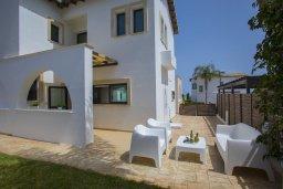 Терраса. Кипр, Коннос Бэй : Великолепная вилла с 3-мя спальнями, 3-мя ванными комнатами, бильярдом, приватным зелёным двориком с патио и барбекю, расположена недалеко от знаменитого песчаного пляжа залива Konnos Bay