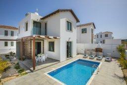 Фасад дома. Кипр, Пернера Тринити : Прекрасная вилла с 4-мя спальнями, 3-мя ванными комнатами, бассейном, тенистой террасой с патио и каменным барбекю, расположена недалеко от пляжа Aiyialos Beach