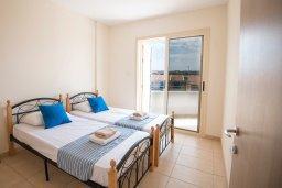 Спальня 2. Кипр, Пернера : Апартамент в комплексе с бассейном и в 100 метрах от пляжа, с гостиной, двумя спальнями и балконом