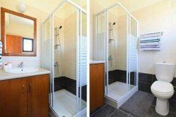 Ванная комната. Кипр, Декелия - Ороклини : Уютная вилла с приватным двориком, 3 спальни, 2 ванные комнаты, парковка, Wi-Fi