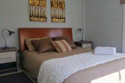 Спальня. Кипр, Декелия - Ороклини : Уютная вилла в 200 метрах от пляжа с приватным двориком, 2 спальни, 2 ванные комнаты, парковка, Wi-Fi