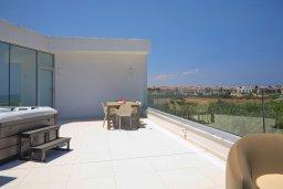 Терраса. Кипр, Пернера Тринити : Потрясающая вилла с видом на Средиземное море, с 3-мя спальнями, с бассейном, солнечной меблированной террасой на крыше с джакузи, расположена в прекрасном тихом районе Ayia Triada около пляжа Trinity Beach