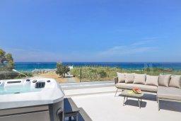 Вид на море. Кипр, Пернера Тринити : Современная вилла с потрясающим видом на Средиземное море, с 3-мя спальнями, с бассейном, солнечной меблированной террасой на крыше с джакузи, расположена в прекрасном тихом районе Ayia Triada около пляжа Trinity Beach
