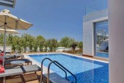 Бассейн. Кипр, Пернера Тринити : Современная вилла видом на Средиземное море, с 3-мя спальнями, с бассейном, солнечной меблированной террасой на крыше с джакузи, расположена в прекрасном тихом районе Ayia Triada около пляжа Trinity Beach
