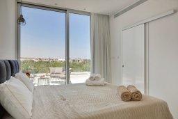 Спальня. Кипр, Пернера Тринити : Современная вилла видом на Средиземное море, с 3-мя спальнями, с бассейном, солнечной меблированной террасой на крыше с джакузи, расположена в прекрасном тихом районе Ayia Triada около пляжа Trinity Beach