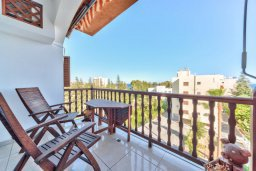 Балкон. Кипр, Мутаяка Лимассол : Современный апартамент в комплексе с бассейном и в 50 метрах от пляжа, с гостиной, двумя спальнями и балконом с видом на море