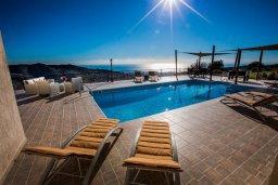 Бассейн. Кипр, Пейя : Роскошная вилла с террасой на крыше с потрясающим видом на море, с бассейном и джакузи, 6 спален, 5 ванных комнат, барбекю, патио, парковка, Wi-Fi