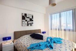 Спальня. Кипр, Хлорака : Прекрасная вилла с бассейном и зеленым двориком с барбекю, 100 метров до пляжа, 3 спальни, 3 ванные комнаты, парковка, Wi-Fi