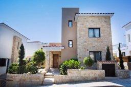 Фасад дома. Кипр, Хлорака : Прекрасная вилла с бассейном и двориком с барбекю, терраса на крыше с видом на море, 3 спальни, ванные комнаты, парковка, Wi-Fi
