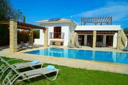 Фасад дома. Кипр, Афродита Хиллз : Роскошная вилла с бассейном и зеленым двориком с барбекю, 4 спальни, 4 ванные комнаты, парковка, Wi-Fi