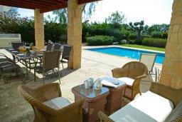 Патио. Кипр, Афродита Хиллз : Роскошная вилла с бассейном и зеленым двориком с барбекю, 4 спальни, 4 ванные комнаты, парковка, Wi-Fi