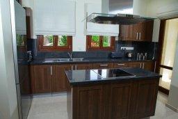 Кухня. Кипр, Афродита Хиллз : Роскошная вилла с бассейном и зеленым двориком с барбекю, 4 спальни, 4 ванные комнаты, парковка, Wi-Fi