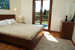 Спальня. Кипр, Афродита Хиллз : Роскошная вилла с бассейном и зеленым двориком с барбекю, 4 спальни, 4 ванные комнаты, парковка, Wi-Fi