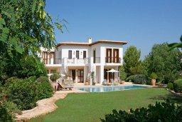 Фасад дома. Кипр, Афродита Хиллз : Роскошная вилла с бассейном и зеленым двориком с барбекю, 5 спальни, 5 ванных комнат, парковка, Wi-Fi