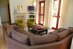 Гостиная. Кипр, Афродита Хиллз : Роскошная вилла с бассейном и зеленым двориком с барбекю, 5 спальни, 5 ванных комнат, парковка, Wi-Fi