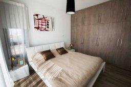 Спальня. Кипр, Хлорака : Роскошная вилла с бассейном и зеленым двориком с барбекю, 3 спальни, 3 ванные комнаты, парковка, Wi-Fi