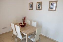 Обеденная зона. Кипр, Корал Бэй : Роскошная вилла с бассейном и видом на море, 3 спальни, 3 ванные комнаты, парковка, Wi-Fi