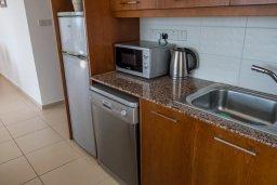 Кухня. Кипр, Корал Бэй : Роскошная вилла с бассейном и видом на море, 3 спальни, 3 ванные комнаты, парковка, Wi-Fi