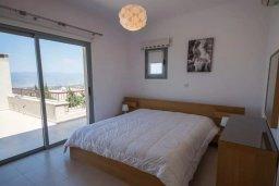 Спальня. Кипр, Друсхия : Прекрасная вилла с бассейном и приватным двориком, 3 спальни, 3 ванные комнаты, парковка, Wi-Fi