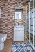 Ванная комната 2. Кипр, Гермасойя Лимассол : Таунхаус в 30 метрах от пляжа в комплексе с бассейном, 2 спальни, 2 ванные комнаты, парковка, Wi-Fi