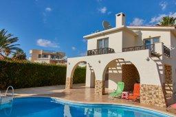 Фасад дома. Кипр, Пейя : Прекрасная вилла с бассейном и приватным двориком, 3 спальни, 2 ванные комнаты, парковка, Wi-Fi