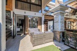 Терраса. Кипр, Гермасойя Лимассол : Таунхаус в 30 метрах от пляжа в комплексе с бассейном, 2 спальни, 2 ванные комнаты, парковка, Wi-Fi