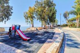 Детская площадка. Кипр, Гермасойя Лимассол : Таунхаус в 30 метрах от пляжа в комплексе с бассейном, 2 спальни, 2 ванные комнаты, парковка, Wi-Fi