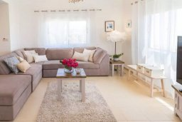 Гостиная. Кипр, Пейя : Очаровательная вилла с видом на Средиземное море и горы, с 3-мя спальнями, 2-мя ванными комнатами, с бассейном и зелёным двориком с джакузи, патио и барбекю