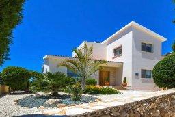 Фасад дома. Кипр, Пейя : Прекрасная вилла с бассейном и зеленым двориком с джакузи, 3 спальни, 2 ванные комнаты, парковка, Wi-Fi
