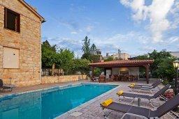 Бассейн. Кипр, Лисос : Прекрасная вилла с бассейном и двориком с барбекю, 5 спален, 5 ванных комнат, парковка, Wi-Fi