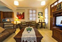 Гостиная. Кипр, Лисос : Прекрасная вилла с бассейном и двориком с барбекю, 5 спален, 5 ванных комнат, парковка, Wi-Fi