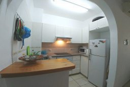 Кухня. Кипр, Пафос город : Апартамент в комплексе с бассейном, с гостиной, отдельной спальней и большим балконом