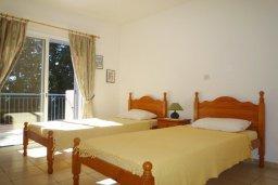 Спальня. Кипр, Пафос город : Апартамент в комплексе с бассейном, с гостиной, отдельной спальней и большим балконом