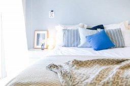Спальня 2. Кипр, Св.Георг : Роскошная вилла с видом на море, с 4-мя спальнями, 3-мя ванными комнатами, бассейном, джакузи, тенистой террасой с патио и барбекю, настольным теннисом и детской площадкой, расположена у ворот полуострова Akamas