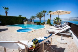 Бассейн. Кипр, Киссонерга : Роскошная вилла с фантастическим видом на Средиземное море, с 5-ю спальнями, 3-мя ванными комнатами, с бассейном, джакузи, патио, настольным теннисом, расположена всего в двух шагах от пляжа Potima Beach