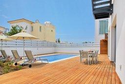 Бассейн. Кипр, Пернера Тринити : Шикарная вилла с видом на Средиземное море, с 3-мя спальнями, с бассейном, солнечной меблированной террасой на крыше с джакузи, расположена около пляжа Trinity Beach