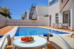 Бассейн. Кипр, Пернера Тринити : Современная вилла с видом на Средиземное море, с 3-мя спальнями, с бассейном, солнечной меблированной террасой на крыше с джакузи, расположена в прекрасном тихом районе Ayia Triada около пляжа Trinity Beach