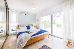 Спальня. Кипр, Корал Бэй : Современная вилла с 3-мя спальнями, 3-мя ванными комнатами, с бассейном, джакузи, патио и бильярдом, расположена в самом центре Coral Bay