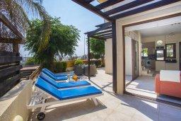 Терраса. Кипр, Коннос Бэй : Уютная вилла с видом на море, 2-мя спальнями, приватным двориком с солнечной террасой с патио и барбекю