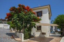 Фасад дома. Кипр, Коннос Бэй : Уютная вилла с видом на море, 2-мя спальнями, приватным двориком с солнечной террасой с патио и барбекю