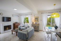Гостиная. Кипр, Каво Марис Протарас : Уютная вилла с 2-мя спальнями, зелёным садом, солнечной террасой с патио и барбекю